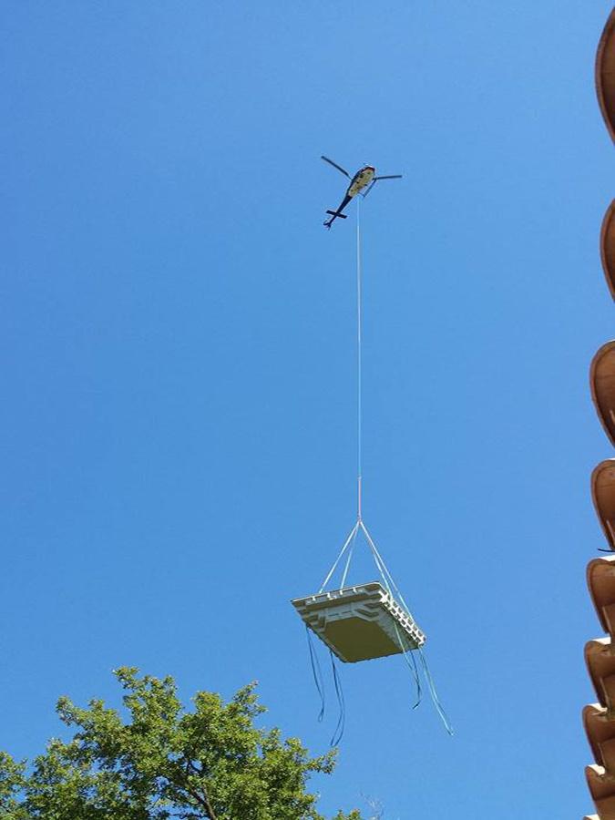 Livraison de piscine coque en hélicoptère