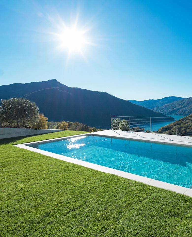 Stella Piscines, intallation de piscine coque dans l'Hérault